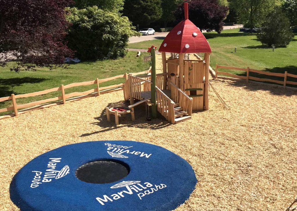 02-aménagement d'une aire de jeux bois trampoline