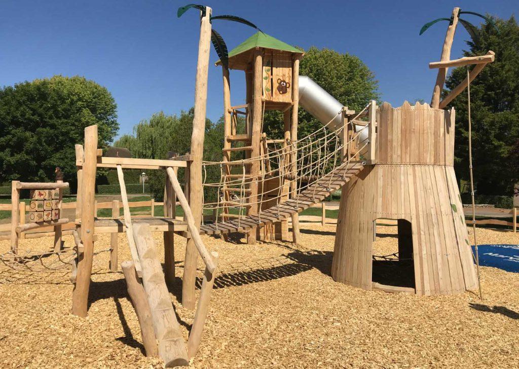 02-aménagement d'une structure de jeux bois robinier