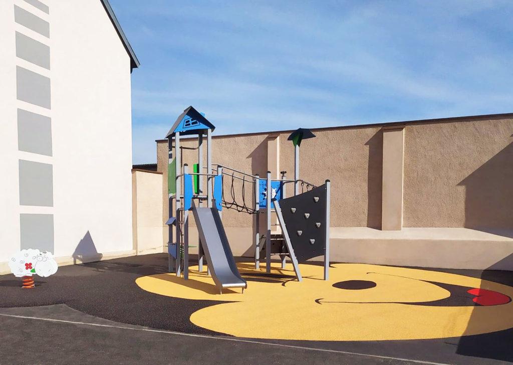 Aménagement d'une aire de jeux sol souple moselle 57 (2)