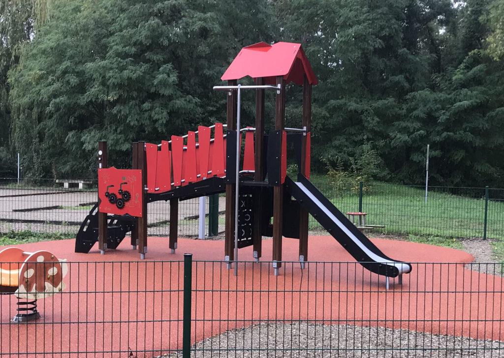 aménagement d'une aire de jeux en bois HPL en Alsace 67