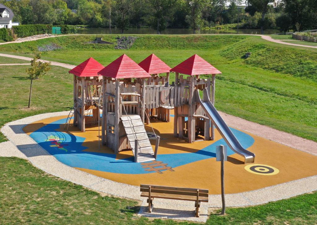 aménagement d'une aire de jeux en bois de robinier Vosges 88 (1)