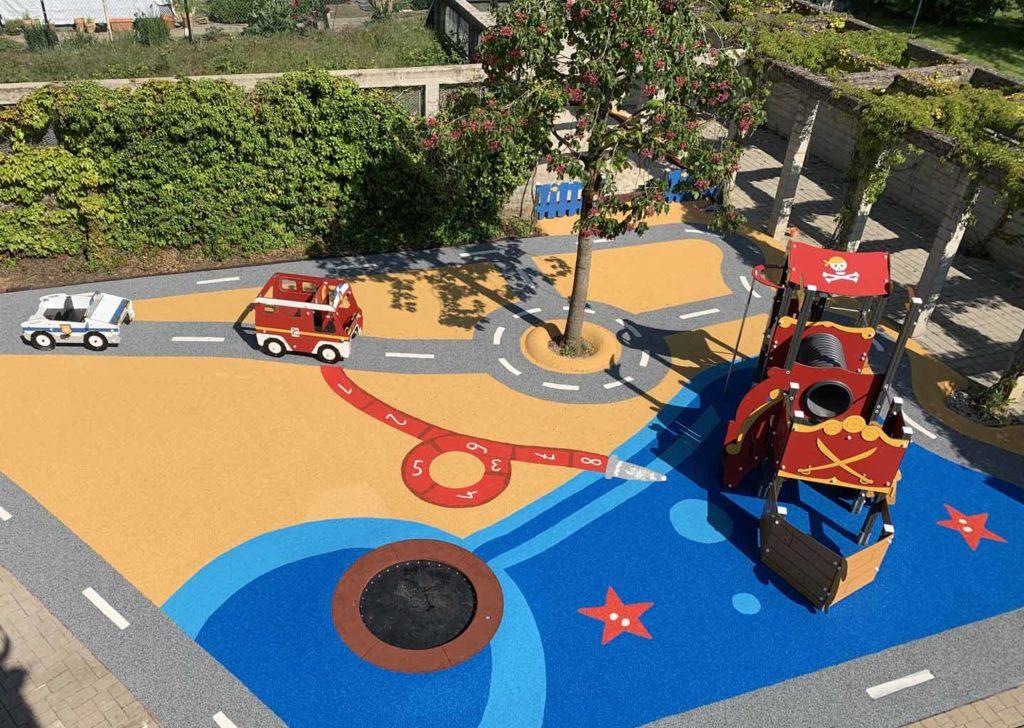 Aménagement d'une aire de jeux école avec circuit